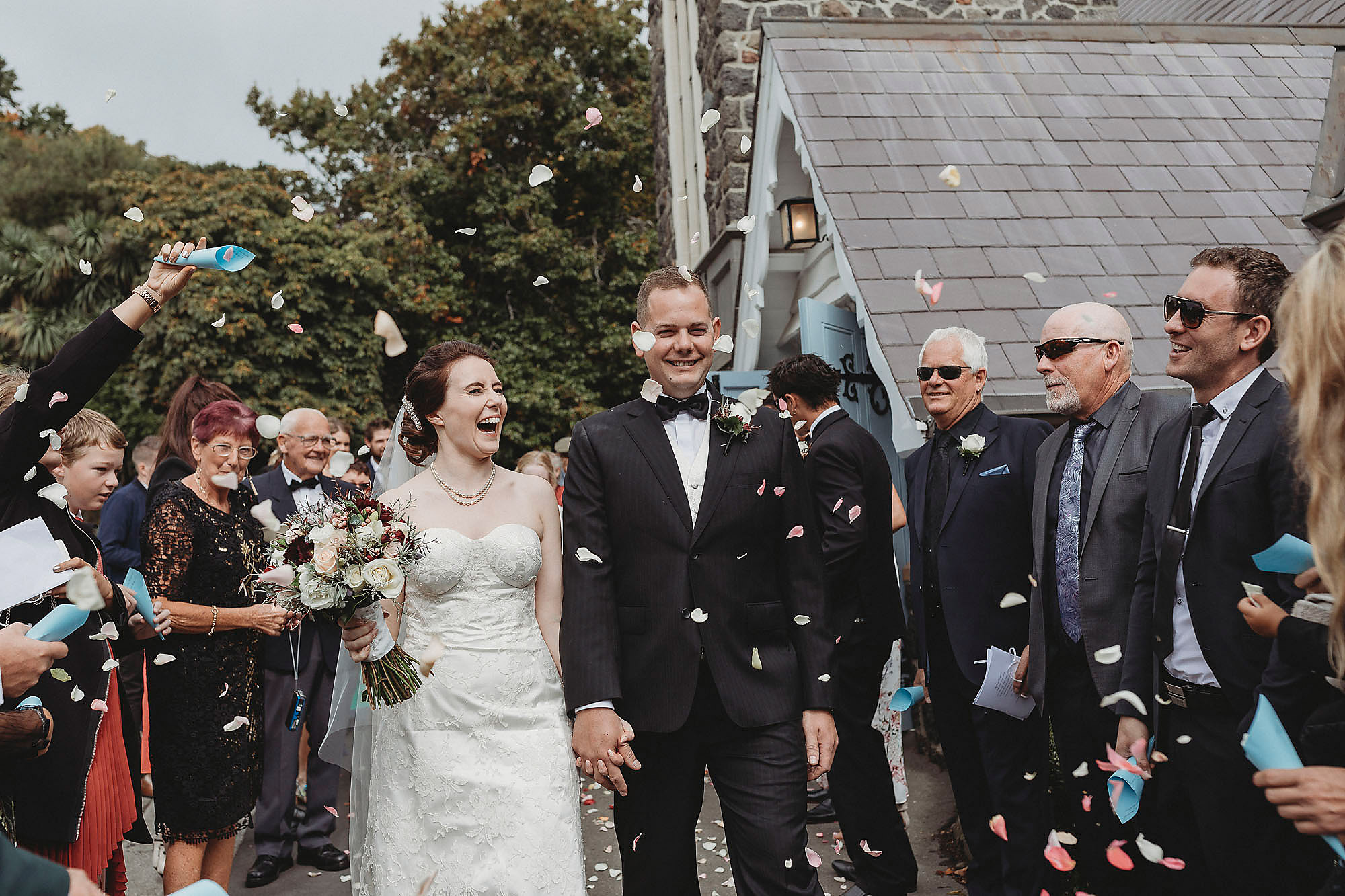 christchurch wedding photographer ceremony confetti